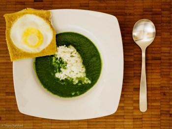 Spinat-Reis-Suppe mit Eiertoast