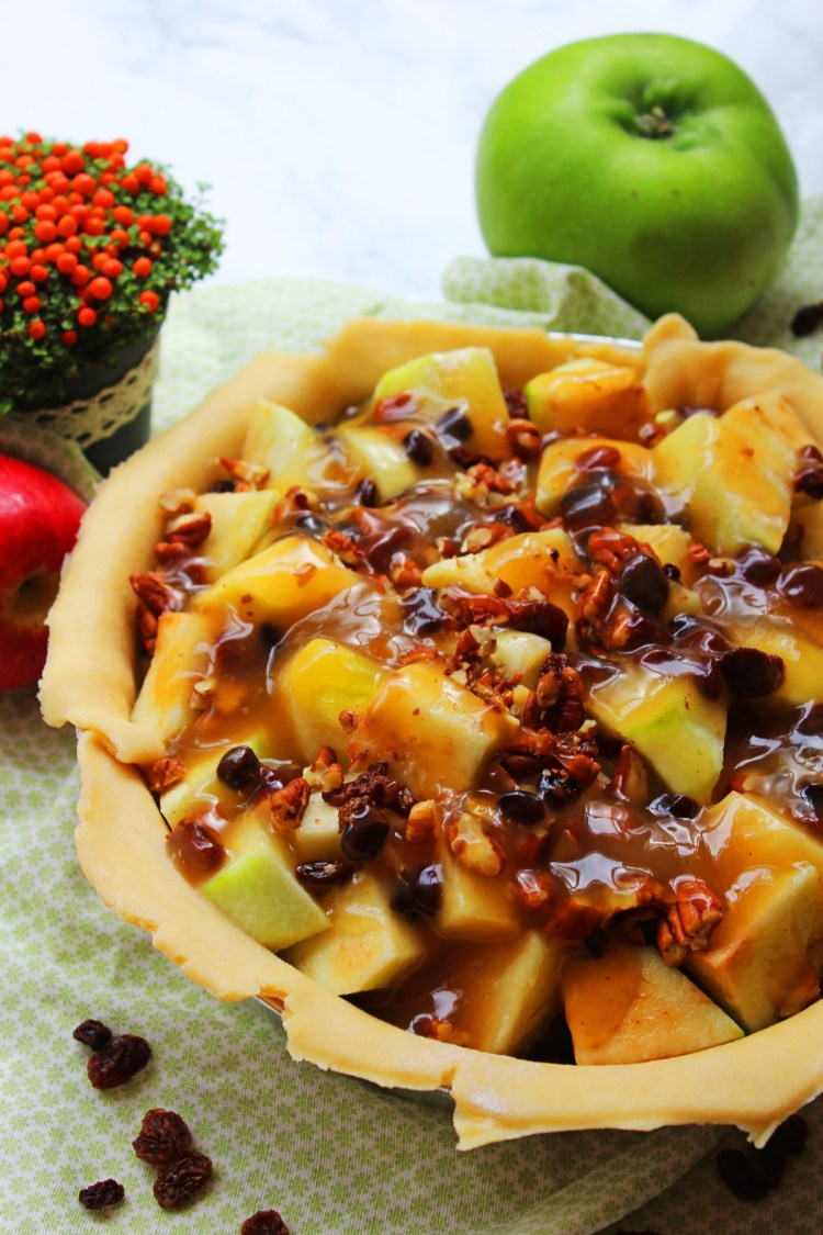 This Apple, Pecan and Bourbon Pie is perfect for the autumn months. Whether you're having a roast dinner as a family or hosting friends for thanksgiving this is a heartwarming pudding that everyone will love!