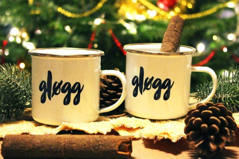 Christmas hygge is twinkling tree lights, candles, cold frosty walks in the morning, mince pies and glogg!