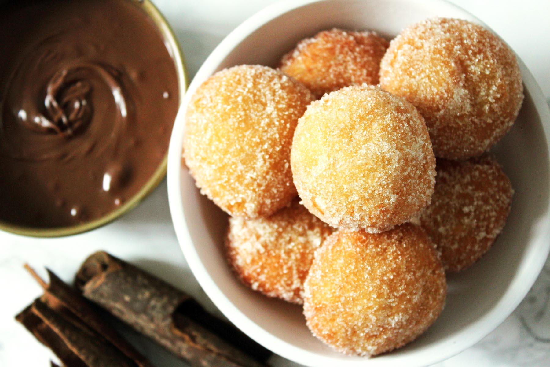 Cinnamon Doughnut Holes (Mini Doughnuts)
