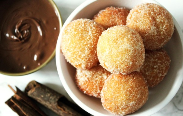 Cinnamon Doughnut Holes are so ridiculously moreish! Find out how you can make them at home with Supper in the Suburbs!
