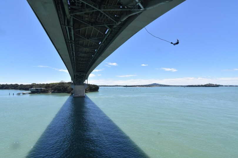 Throw your self off of Auckland Bridge with AJ Hackett Bunjy Jumping
