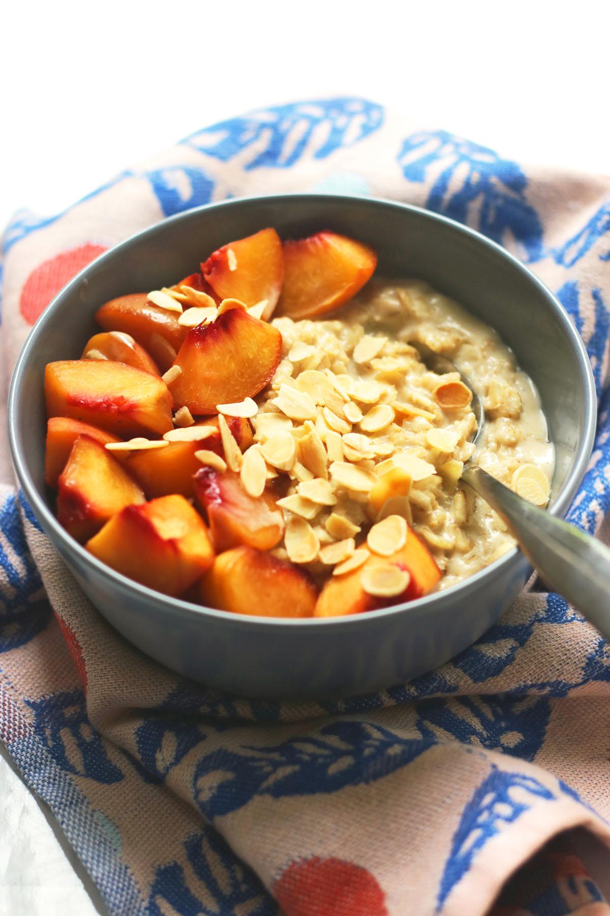 Cardamom porridge with almonds and peaches