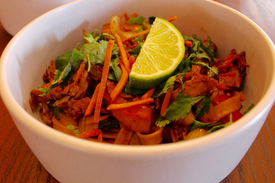 Easy Chicken Stir Fry with Noodles in a Bowl