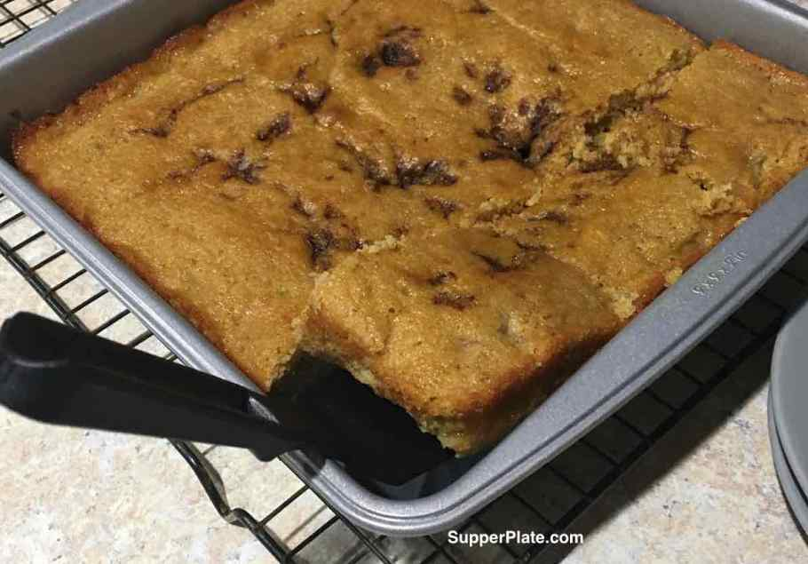 Lifting a slice of coffee cake out of pan