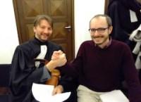 Antoine Deltour et Philippe Penning, se congratulant après le verdict