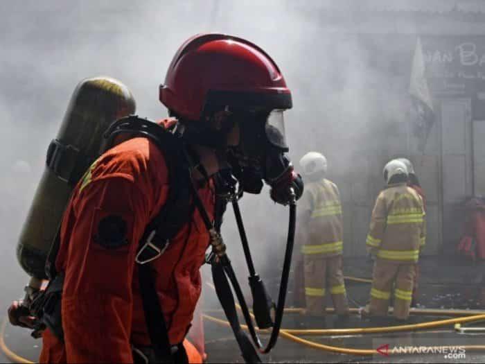 Menjadi Anggota Pemadam Kebakaran