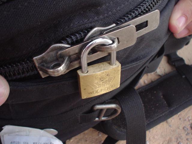 207-500-ykk-hasp-zipper-pull