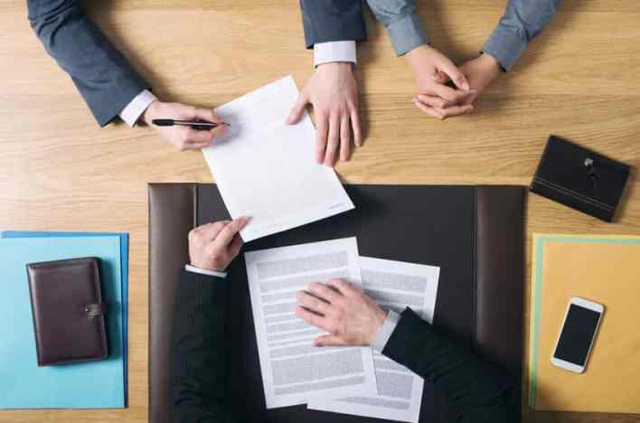 Confira dicas de como validar documentos fora do país