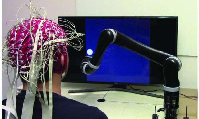 Primeiro braço robótico não invasivo controlado pela mente