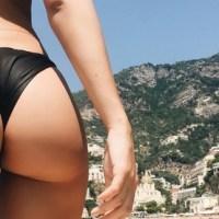Topmodelka Emily Ratajkowski je na dovolené v Itálii a takovéhle posílá pozdravy...