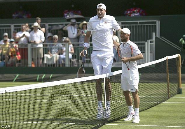 David a Goliáš na kurtě ve Wimbledonu