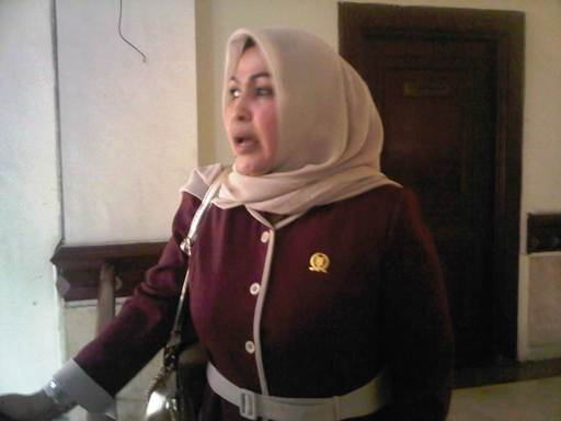 Salah satu anggota DPRD Kota Depok yang kecewa atas sikap Agustin Poliana yang tidak memberikan penyambutan yang baik ketika para anggota dewan asal Kota Depok ini berkunjung ke Surabaya.