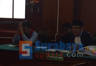 Ir. Klemens Sukarno Candra saat menjadi terdakwa di PN Surabaya. (FOTO : parlin/surabayaupdate.com)
