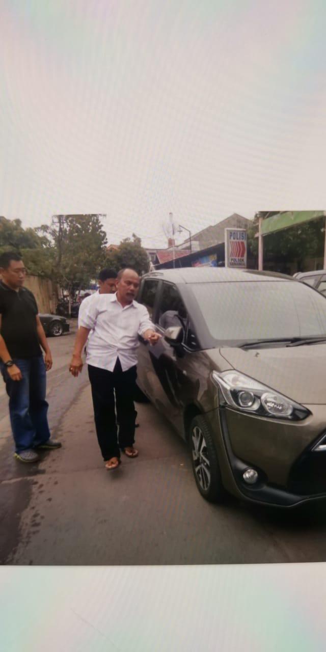 Mobil milik tersangka yang diduga kuat dipakai untuk menabrak Vivi. (FOTO : dokumen pribadi untuk surabayaupdate.com)