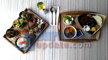 Nasi Santri (KIRI) dan Nasi Ponyo (KANAN) menu andalan Pesonna Hotel di bulan Ramadan. (FOTO : parlin/surabayaupdate.com)