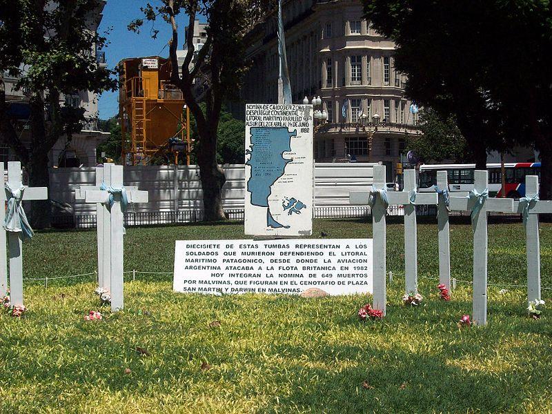 800px-Memorial_Islas_Malvinas_en_Plaza_de_Mayo_II