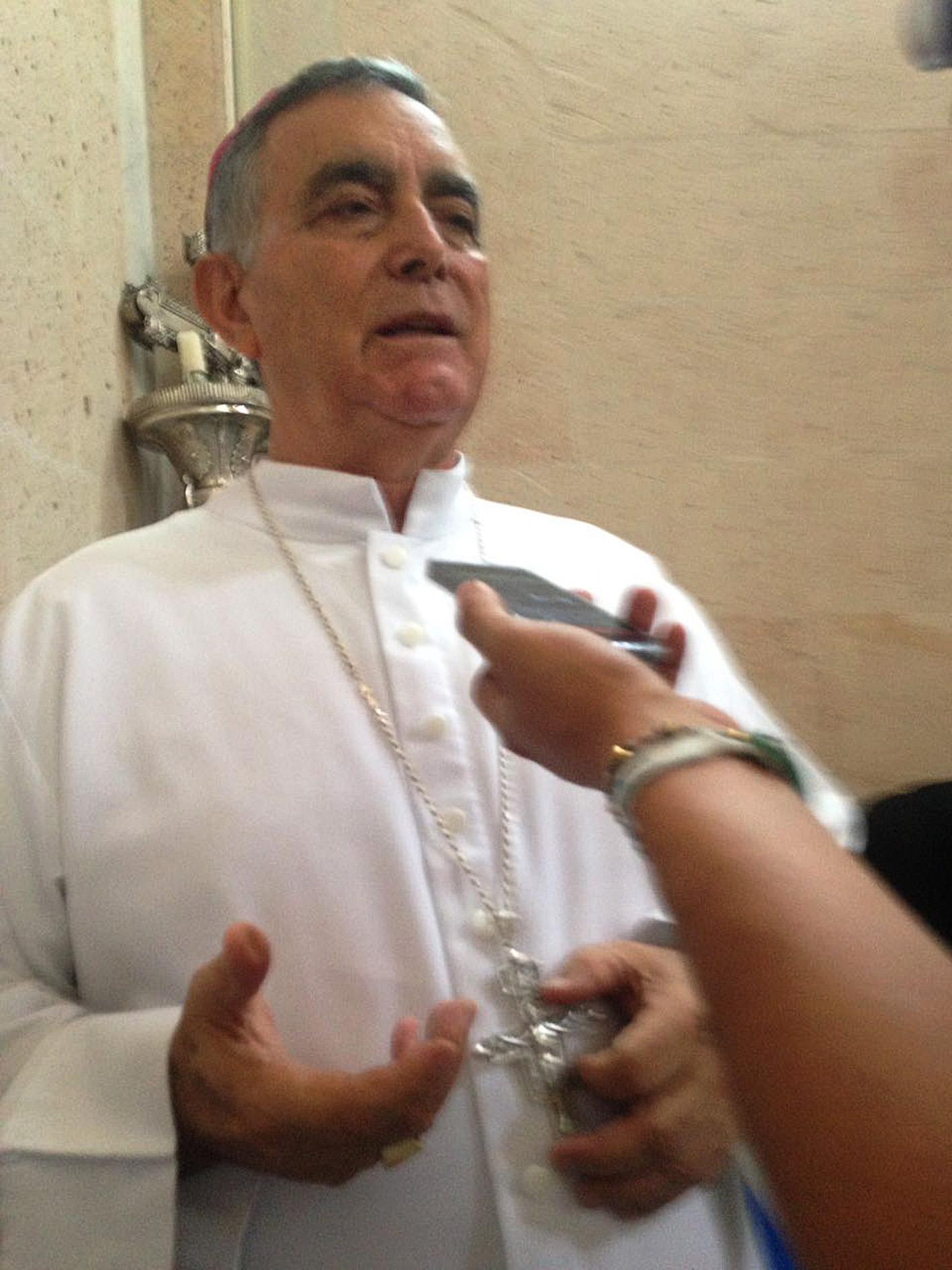 ld-entrevista-Salvador-obispo-durante-misa.jpg: Chilapa, Guerrero de Septiembre del 2017// El obispo Salvador Rangel durante la entrevista y durante la misa ayer en la catedral de Chilapa. Foto: Luis Daniel Nava