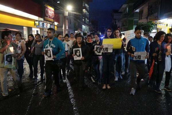 La marcha de familiares y amigos de la joven desparecida Mónica Alejandra Manzanarez Hernández, para exigir su presentación con vida antes de que fuera localizada. Foto: Jessica Torres Barrera