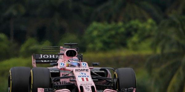 El piloto mexicano de Fórmula Uno, Sergio Pérez, de Force India en acción durante el Gran Premio de Fórmula Uno de Malasia en el Circuito Internacional de Sepang, cerca de Kuala Lumpur, Malasia, el 1 de octubre de 2017. (Fórmula Uno, Malasia) EFE / EPA / FAZRY ISMAIL