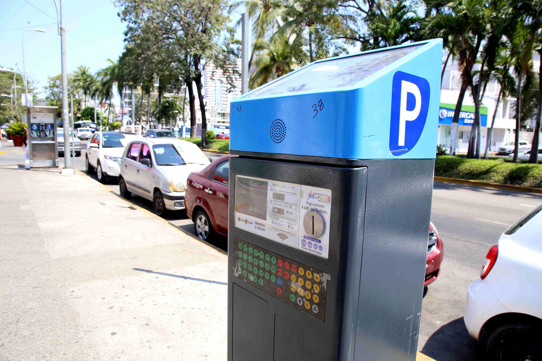 12-Mar-2018 Acapulco, Gro.  Uno de los parquímetros electrónicos instalado en la costera, en el fraccionamiento Magallanes instalado por la empresa española Parkare. Foto: Carlos Alberto Carbajal