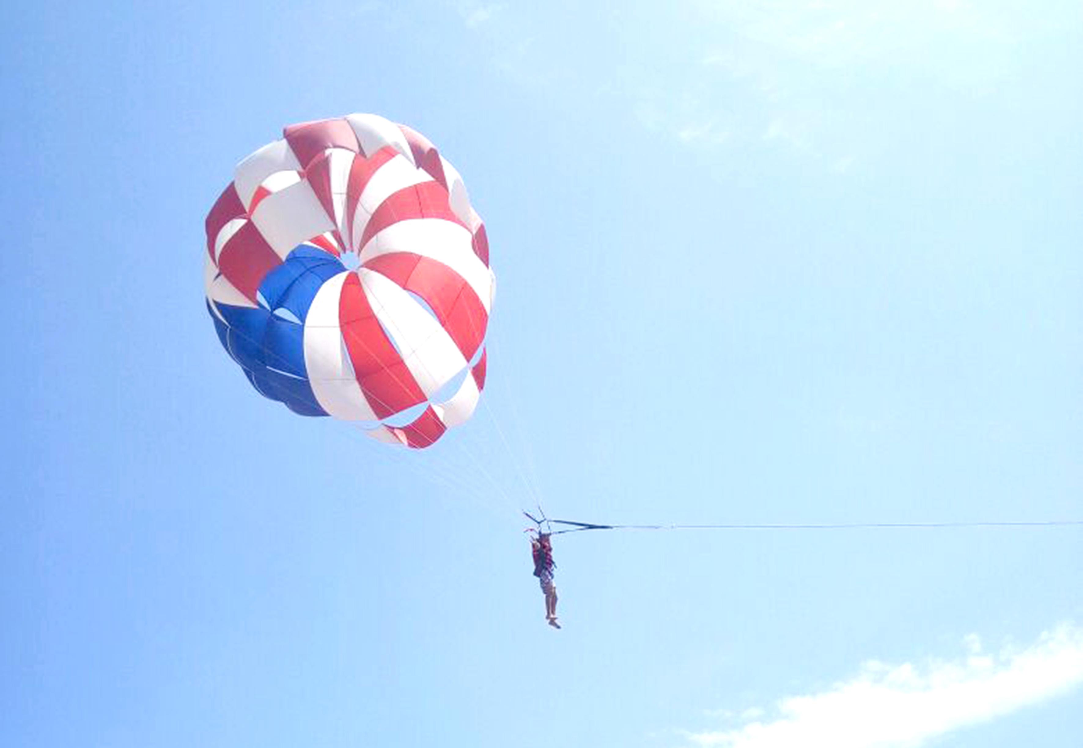 El paseo en paracaídas por la bahía, una marca registrada ...