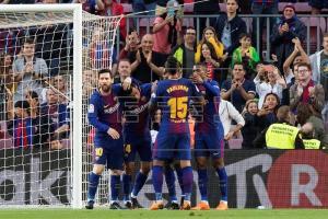 El club Barcelona festejando la victoria contra el Villarreal.