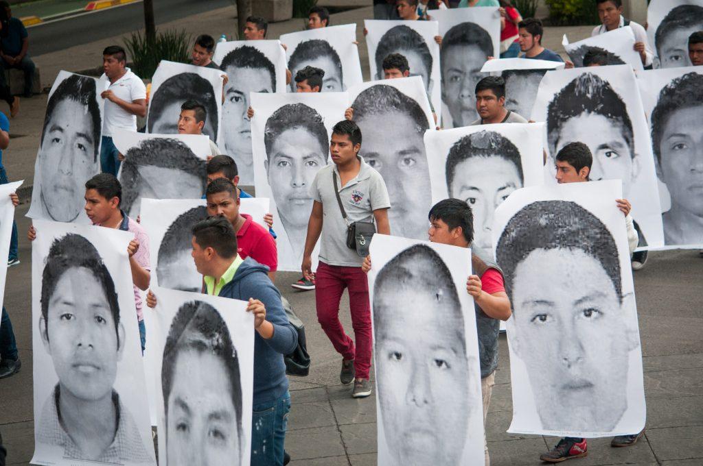 Resultado de imagen para Torturaron al menos a 70 detenidos por desaparición de los 43 de Ayotzinapa: CNDH