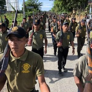 Policías comunitarios marchan en la carretera Tierra Colorada-Cruz Grande en Ayutla, en su festejo por el 23 aniversario de la creación de su sistema de impartición de justicia. Foto: Lenin Ocampo Torres