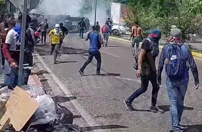 Se enfrentan policías de Chiapas con normalistas - El Sur Acapulco  suracapulco I Noticias Acapulco Guerrero