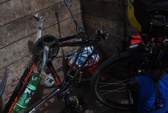 Con las bicis en cajón