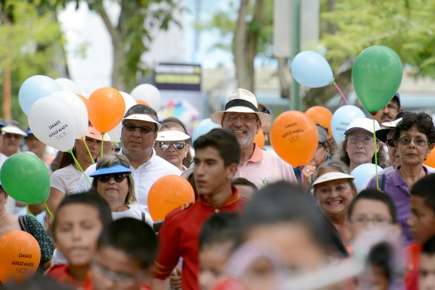 UCR celebra la caminata Un Abrazo Mundial13