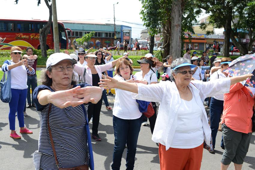 UCR celebra la caminata Un Abrazo Mundial4