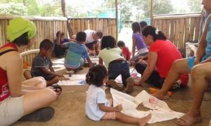 estudiantes-de-la-ucr-ayudan-a-construir-comunidad2