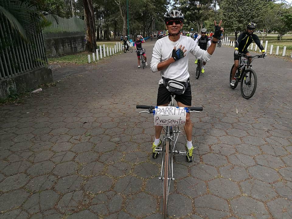 Miles de ciclistas2