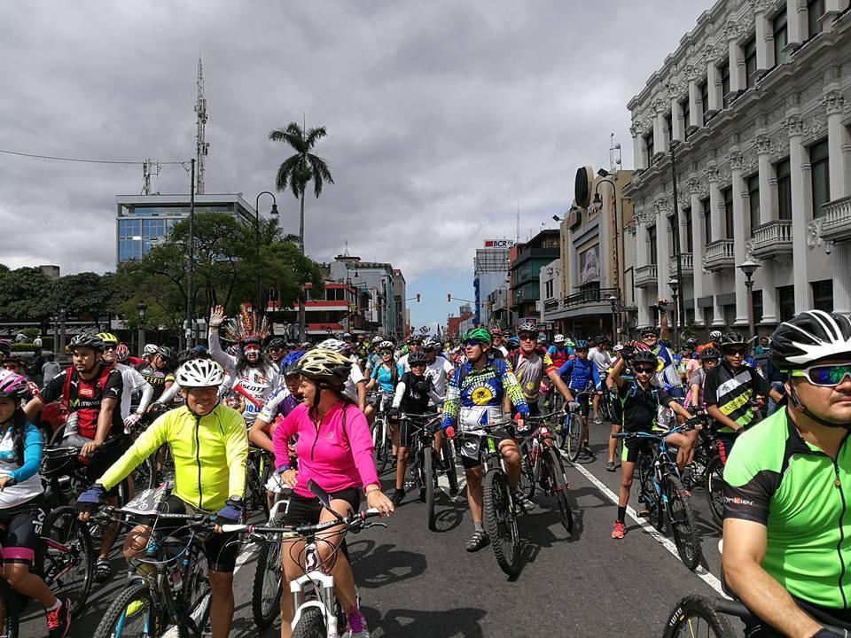 Miles de ciclistas5