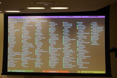 Aprobacion en Naciones Unidas tratado prohibicion de armas nucleares