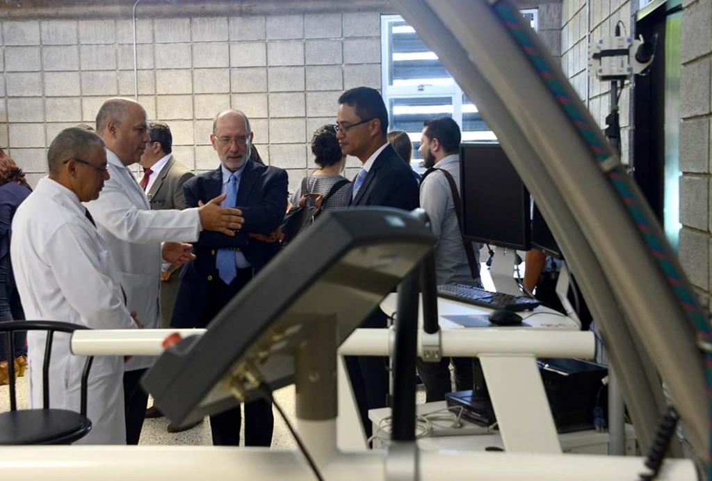 UCR inauguro modernas instalaciones para la investigacion del movimiento humano2