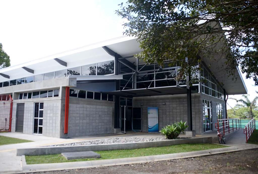UCR inauguro modernas instalaciones para la investigacion del movimiento humano4