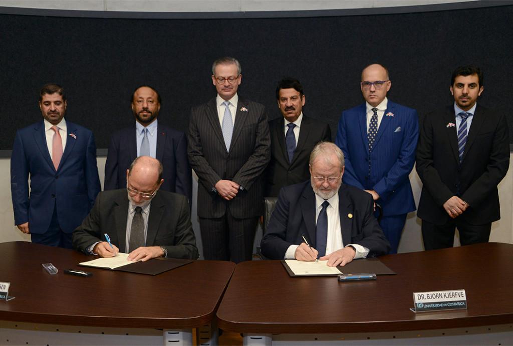 UCR y Universidad Americana de Sharjah firman acuerdo2