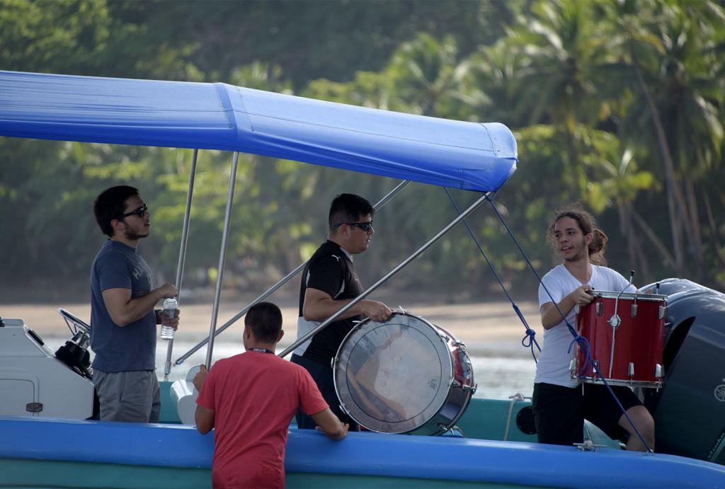 UCR Ocho saxofones tocan en Drake una comunidad acostumbrada a tomar agua sucia3