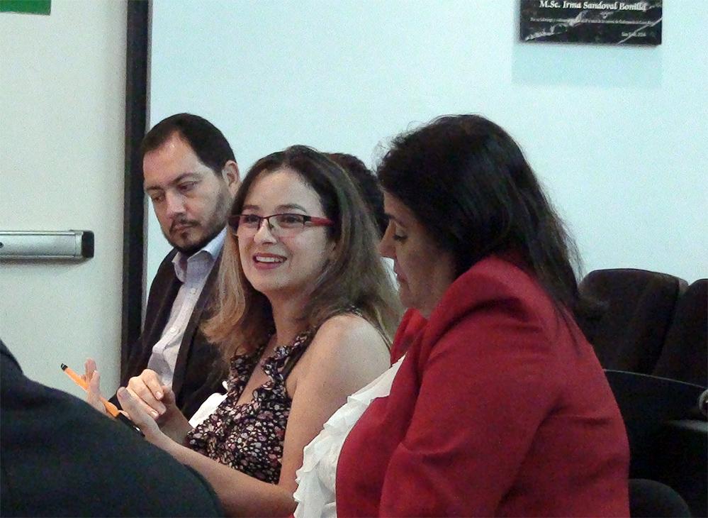La Dra. Alejandra Marín Hoffman, lectora del TFG aboga por que se fomenten normas que promuevan la lactancia materna. (Foto: Karla Mendoza).