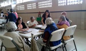 El TCU ha desarrollado actividades con la población adulta mayor. En este caso se desarrolló un taller en el Hogar diurno del adulto mayor de Aserrí en el 2015. Foto cortesía TC-160