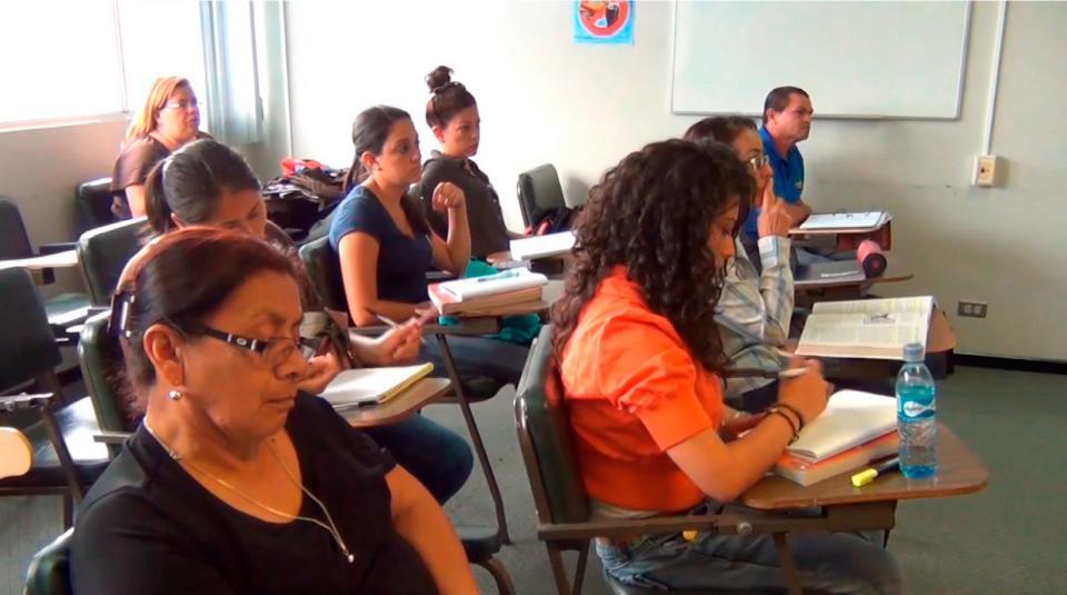 UCR El Programa de Educacion Abierta lleva nuevas oportunidades al Pacifico