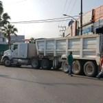Transportistas bloquean accesos a Cuernavaca por inseguridad