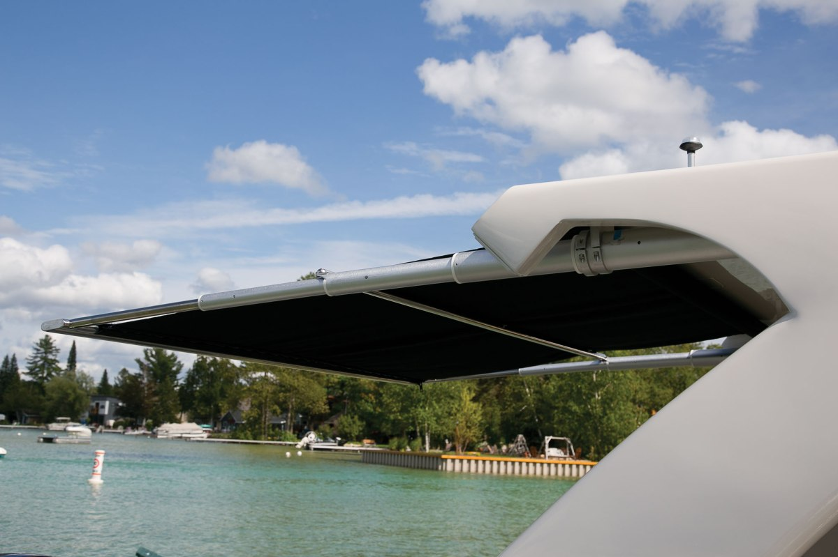 SureShade RTX Pull-Out Boat Shade