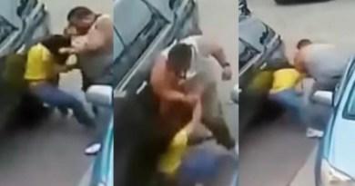 Hombre agrede a dos mujeres por ganarle el estacionamiento