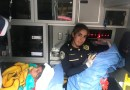 Policía ayuda a joven de 17 años a dar a luz en la calle