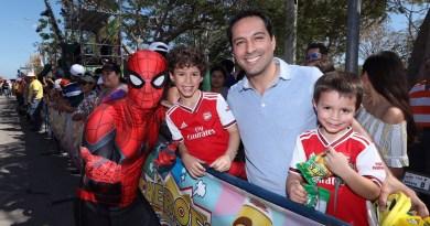 El Gobernador Mauricio Vila Dosal pasa un día familiar en el Carnaval Mérida 2020
