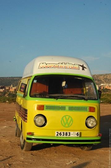 Старый фургон VW отреставрированный в стиле Maroc`n`Roll
